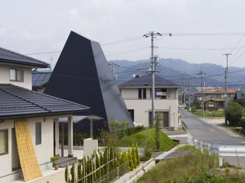 House_in_Saijo_by_suppose_architecture1